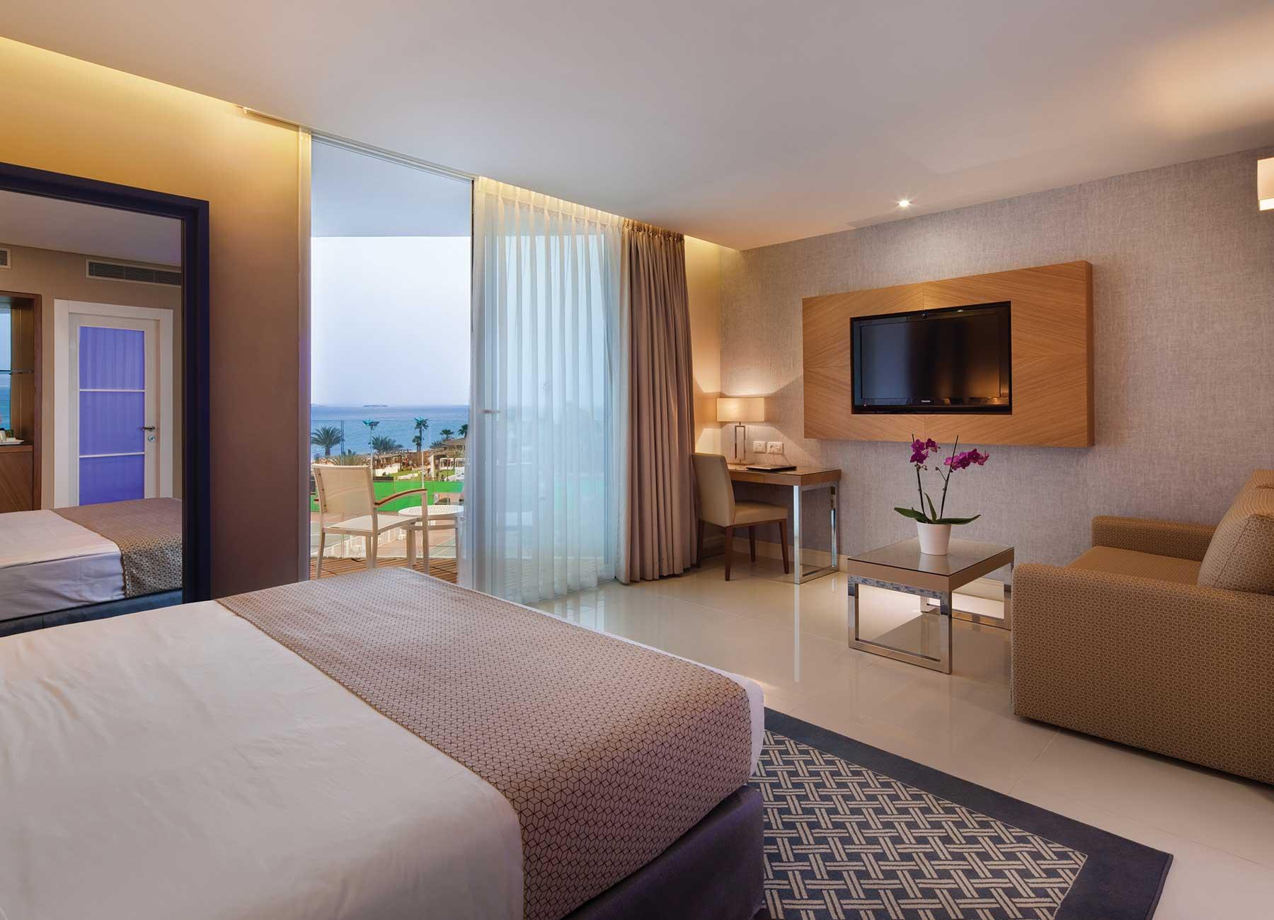 חדר עם מרפסת במלון הרברט סמואל הריף אילת