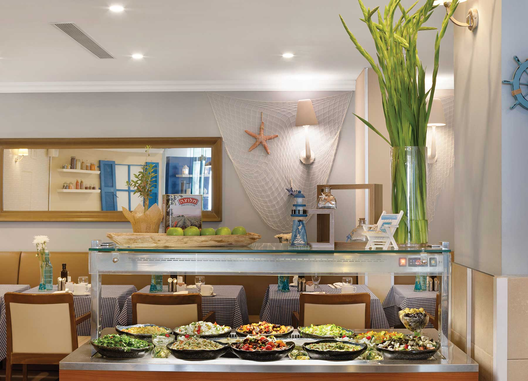 חדר אוכל במלון הרברט סמואל הריף אילת
