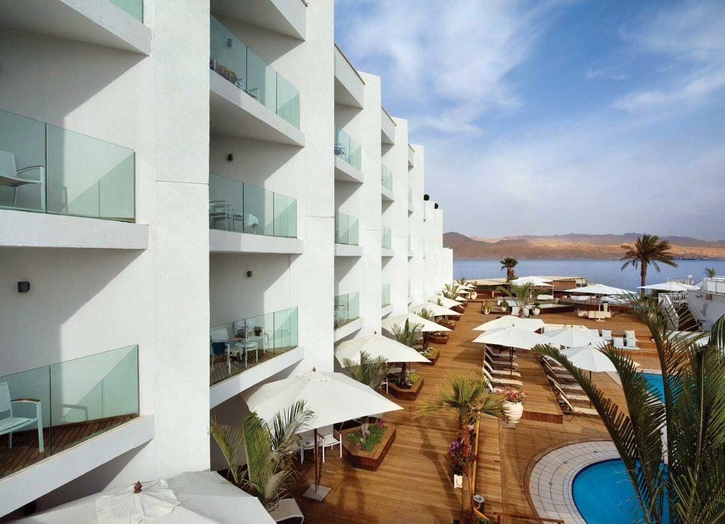 הבריכה במלון הרברט סמואל הריף אילת