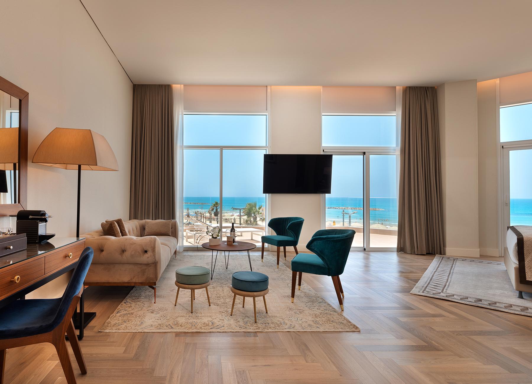 סוויטה עם נוף לים במלון אופרה הרברט סמואל תל אביב
