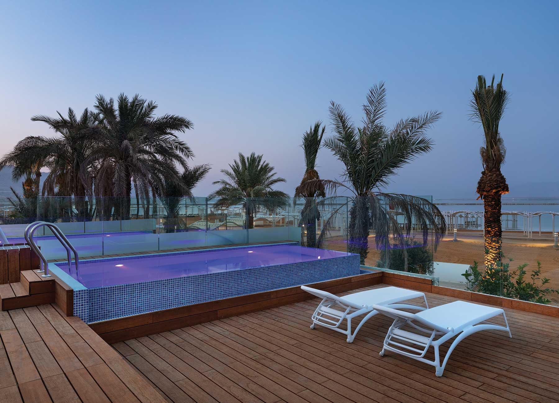 חדר עם בריכה ונוף לים במלון מילוס ים המלח