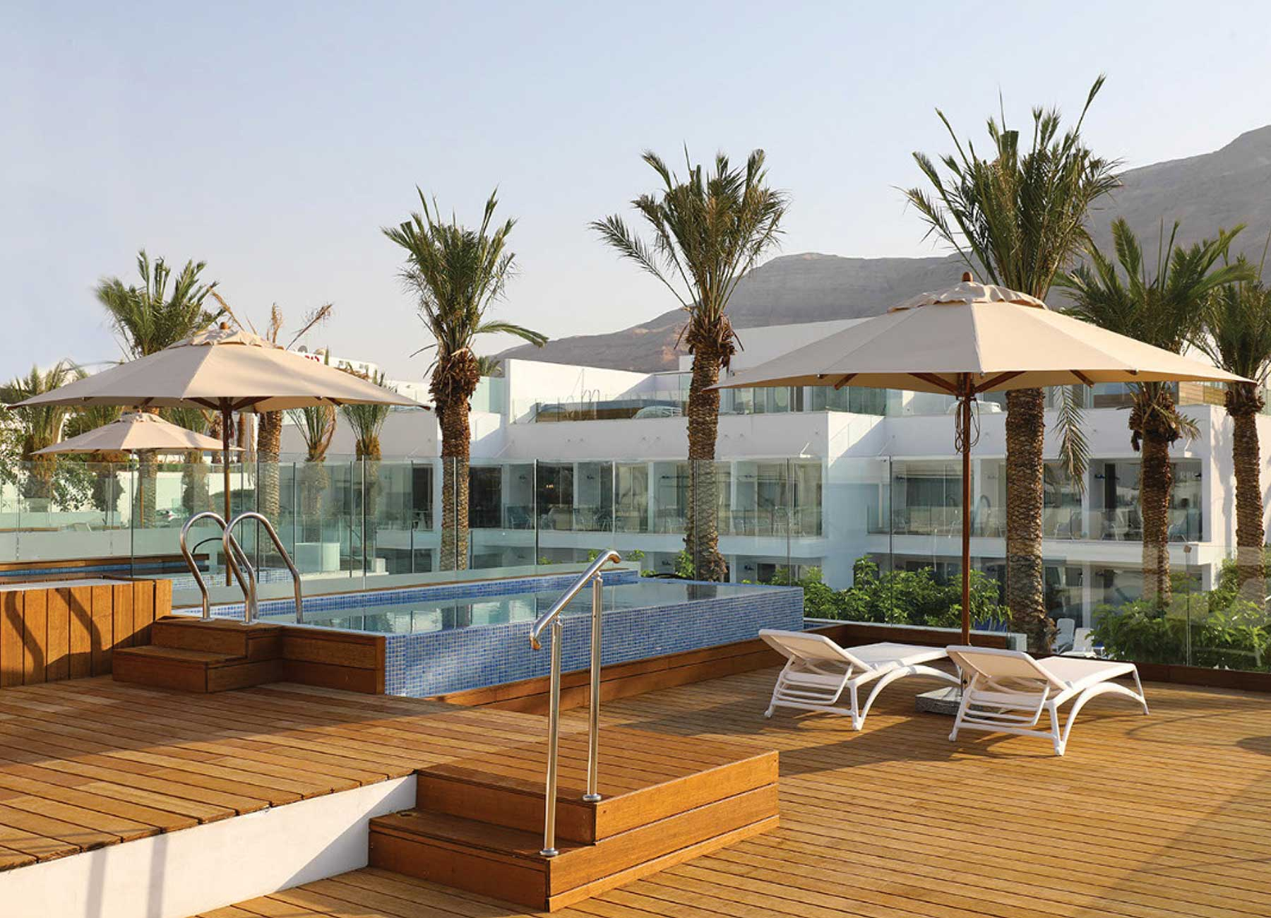 חדר פרימיום עם בריכה במלון מילוס ים המלח