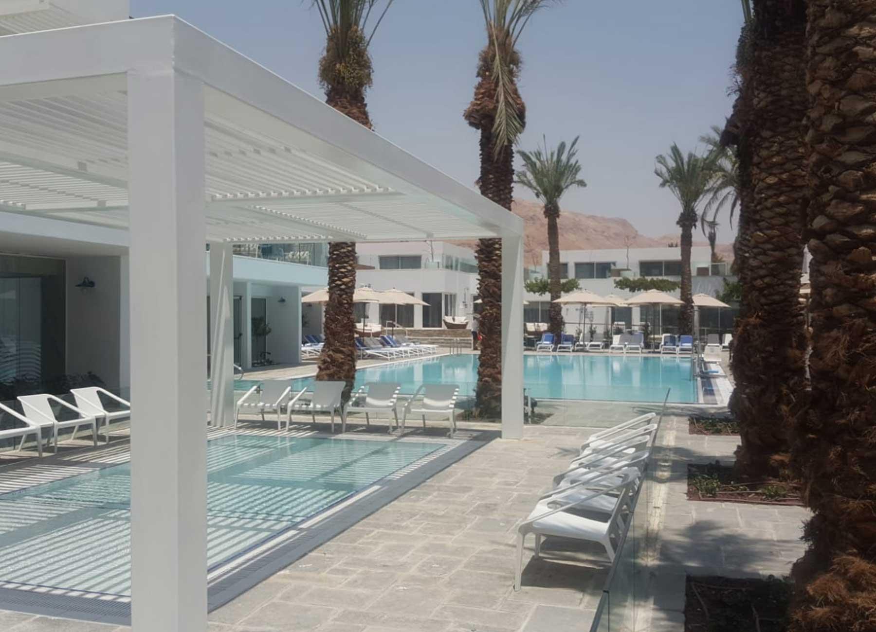 בריכה במלון בים המלח מילוס