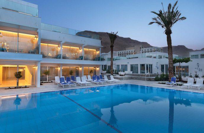 בריכה מרכזית במלון מילוס ים המלח